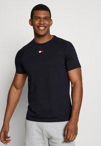 Tommy Sport - CHEST LOGO - T-shirt basic - blue - 0