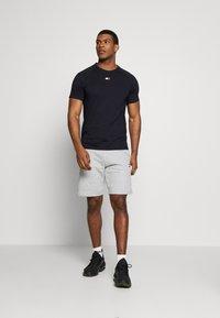 Tommy Sport - CHEST LOGO - T-shirt basic - blue - 1