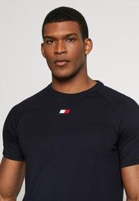 Tommy Sport - CHEST LOGO - T-shirt basic - blue - 3