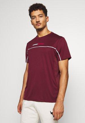 PERFORMANCE - T-shirt imprimé - purple