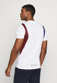 Tommy Sport - BLOCK PANEL - T-shirts med print - white - 2