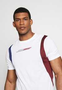 Tommy Sport - BLOCK PANEL - T-shirts med print - white - 3