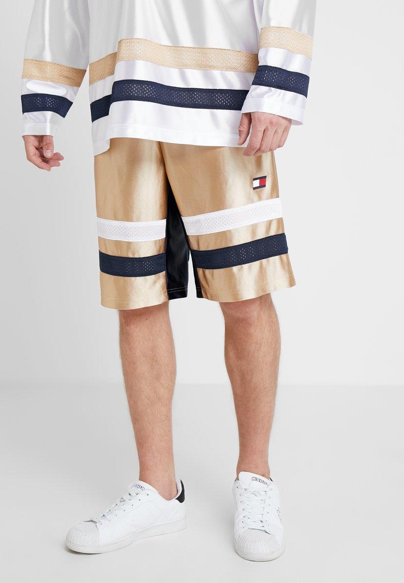 Tommy Sport - RETRO BLOCKED SHORTS - kurze Sporthose - gold