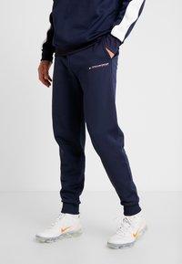 Tommy Sport - JOGGER LOGO - Teplákové kalhoty - sport navy - 0