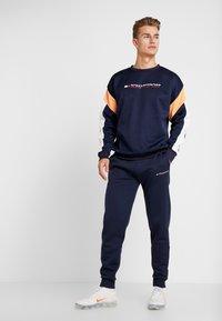 Tommy Sport - JOGGER LOGO - Teplákové kalhoty - sport navy - 1