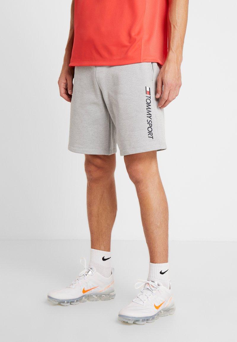 Tommy Sport - LOGO SHORT - Pantalón corto de deporte - grey heather