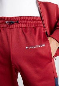 Tommy Sport - BLOCK TRACK PANT - Trainingsbroek - biking red - 5