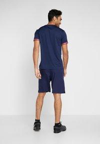 Tommy Sport - GRAPHICS SHORTS - Pantalón corto de deporte - blue - 2