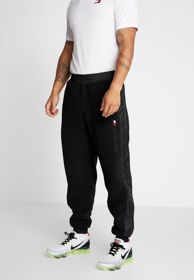 SHERPA PANT CUFFED - Verryttelyhousut - black