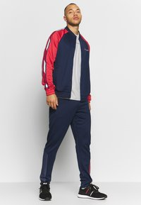 Tommy Sport - GLOW WINTERIZED TRAINING PANT - Trainingsbroek - blue - 1