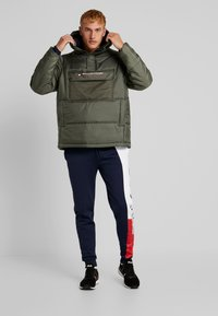 Tommy Sport - BLOCK INSULATION - Veste d'hiver - beetle - 1