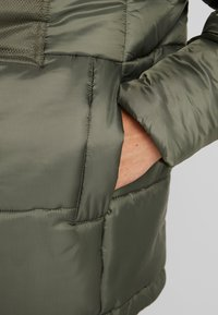 Tommy Sport - BLOCK INSULATION - Veste d'hiver - beetle - 7