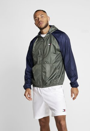 LINED WINDBREAKER - Training jacket - green