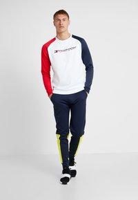 Tommy Sport - CORE CREW  - Sweatshirt - white - 1