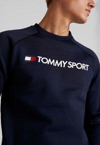 Tommy Sport - LOGO CREW NECK - Mikina - sport navy - 4
