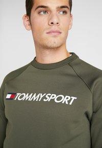 Tommy Sport - LOGO CREW NECK - Sweatshirt - green - 4