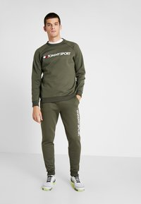 Tommy Sport - LOGO CREW NECK - Sweatshirt - green - 1