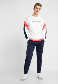 Tommy Sport - BLOCK CREW - Sweatshirt - classic white - 1