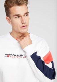 Tommy Sport - BLOCK CREW - Sweatshirt - classic white - 3