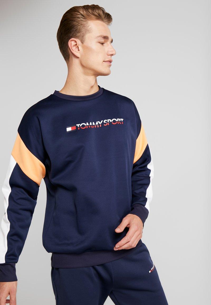 Tommy Sport - BLOCK CREW - Sudadera - sport navy