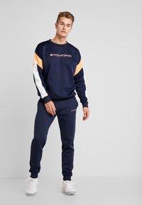 Tommy Sport - BLOCK CREW - Sweatshirt - sport navy - 1