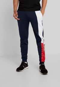 Tommy Sport - GRAPHIC FLAG - Pantalon de survêtement - sport navy - 0