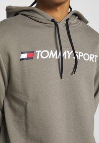 Tommy Sport - HOODY LOGO  - Bluza z kapturem - grey - 6