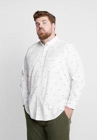 TOM TAILOR MEN PLUS - CONVERSATIONAL - Overhemd - white/navy - 0