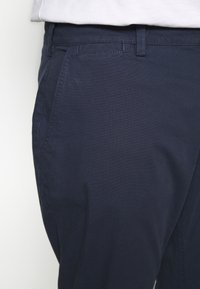 TOM TAILOR MEN PLUS - WASHED STRUCTURE CHINO - Broek - navy yarn dye structure - 4