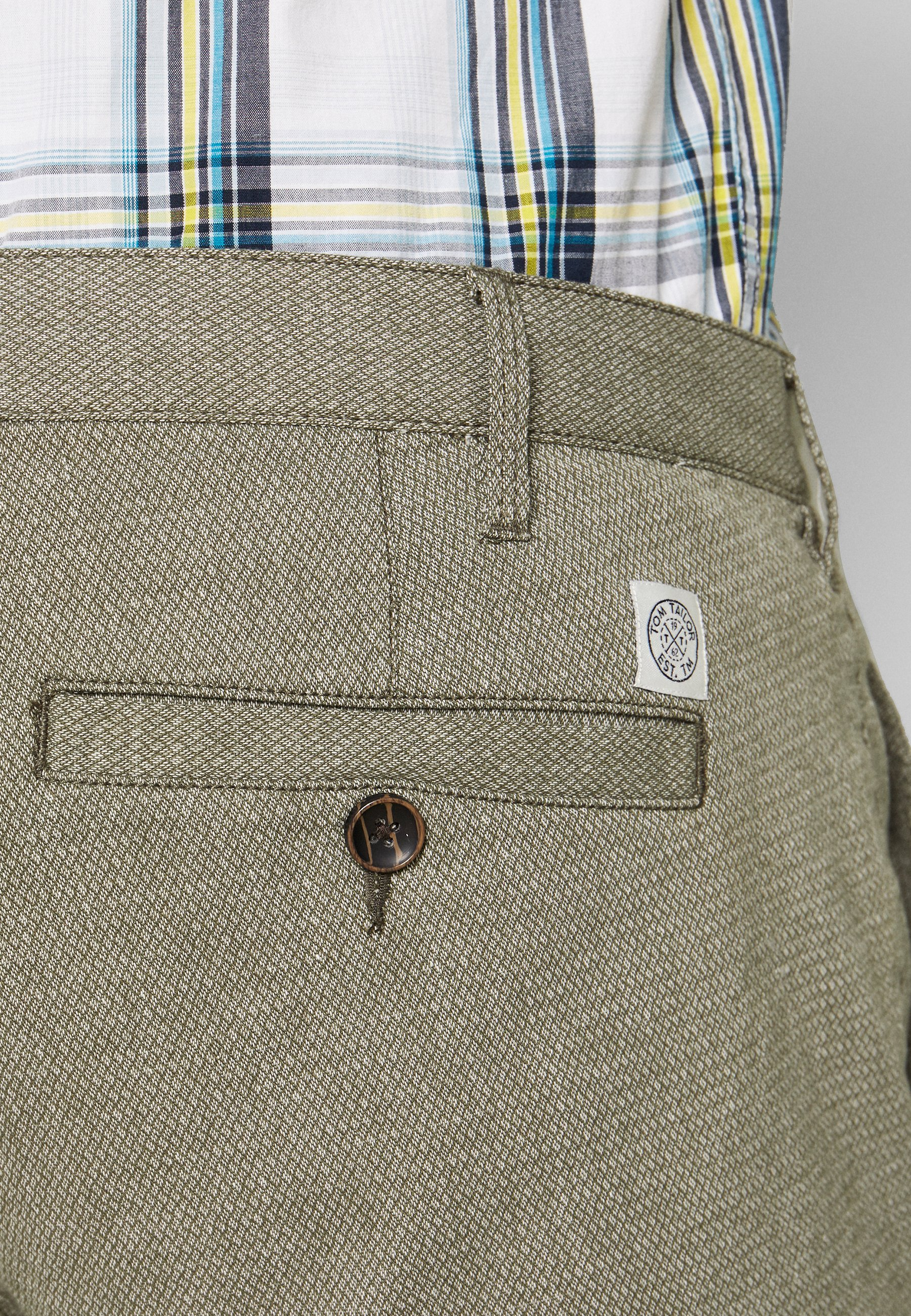 TOM TAILOR MEN PLUS CHINO STRUCTURE - Shorts - olive/green