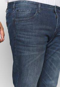 TOM TAILOR MEN PLUS - 5 POCKET  - Slim fit jeans - dark stone wash - 4