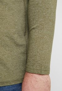 TOM TAILOR MEN PLUS - SERAFINO WITH UNDERLAYER - Bluzka z długim rękawem - dusty green/ white mock twist - 5