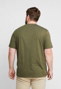 TOM TAILOR MEN PLUS - T-shirt print - dusty green - 2