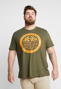 TOM TAILOR MEN PLUS - T-shirt print - dusty green - 0