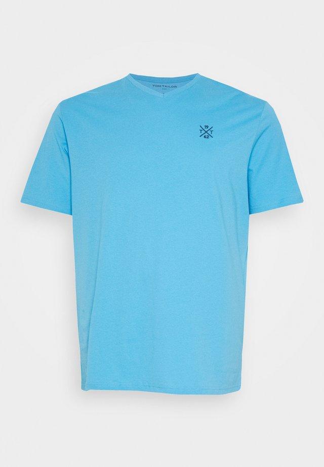 BASIC VNECK  - T-shirt - bas - soft cloud blue