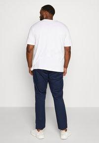 TOM TAILOR MEN PLUS - CASUAL  - Print T-shirt - white - 2
