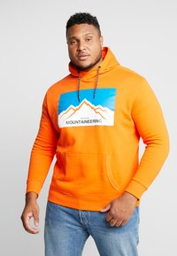 TOM TAILOR MEN PLUS - HOODY WITH PRINT - Bluza z kapturem - caramel orange - 0