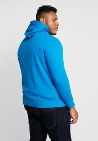 TOM TAILOR MEN PLUS - HOODY WITH PRINT - Bluza z kapturem - greek blue - 2