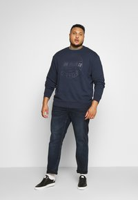 TOM TAILOR MEN PLUS - OVEDYED PRINT  - Sweatshirt - black iris blue melange - 1