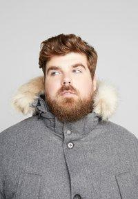 TOM TAILOR MEN PLUS - PADDED WINTERJACKET WITH HOOD - Kurtka zimowa - mottled grey - 5