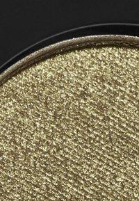 Topshop Beauty - METALLIC EYESHADOW - Eye shadow - KHA cricket - 2