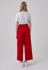 Touché Privé - Trousers - red - 2