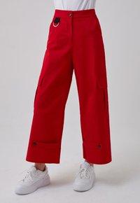 Touché Privé - Trousers - red - 0