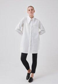 Touché Privé - ORGANZA - Button-down blouse - ecru - 0