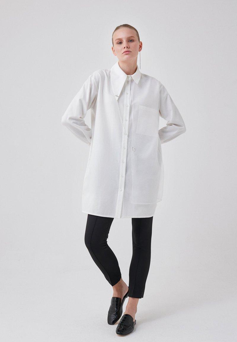 Touché Privé - ORGANZA - Button-down blouse - ecru