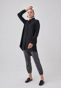 Touché Privé - Button-down blouse - black - 3