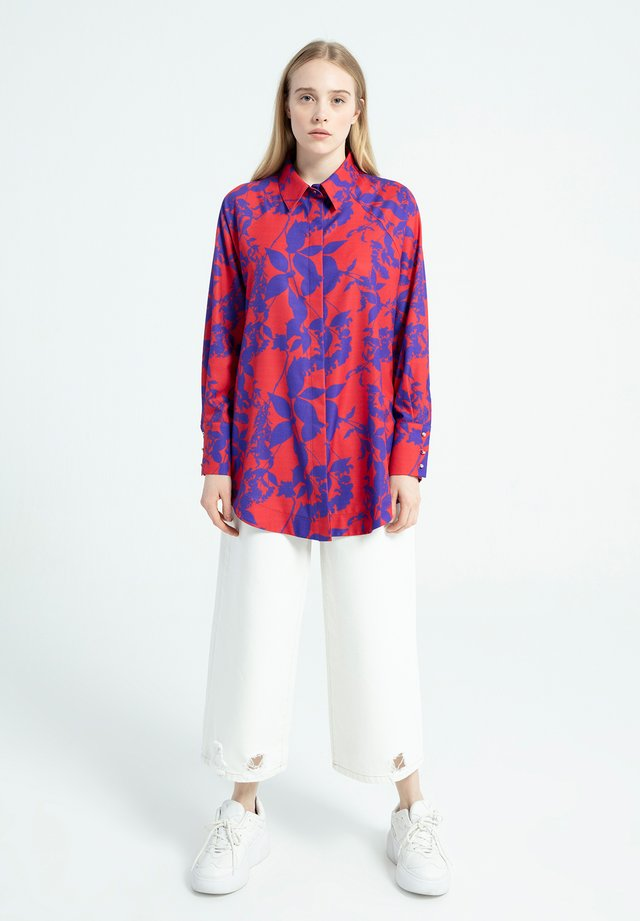 LEAF DESIGNED - Button-down blouse - red