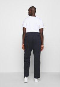 Tommy Hilfiger Curve - SLIM PANT - Pantalon classique - desert sky - 2
