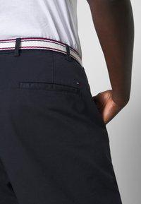 Tommy Hilfiger Curve - SLIM PANT - Pantalon classique - desert sky - 5