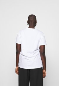 Tommy Hilfiger Curve - TEE CURVE - T-shirt med print - white - 2